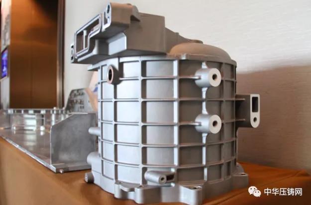 广东鸿特携蓄电池前后侧板结构件及NDE电机外壳压铸件亮相采购会!